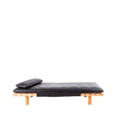 Luxus Bett von Sebastian Herkner bei pulpo